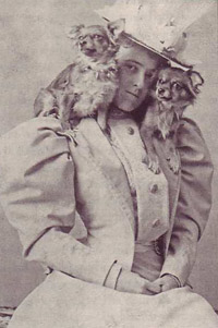 Edith Wharton with Chihuahuas Mimi and Miza